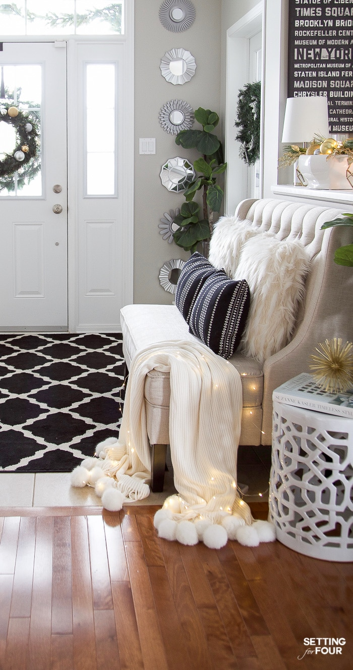 Christmas Foyer Bench Decor Ideas. #christmasdecor #entrywaybench #settee #pillows #throwblanket