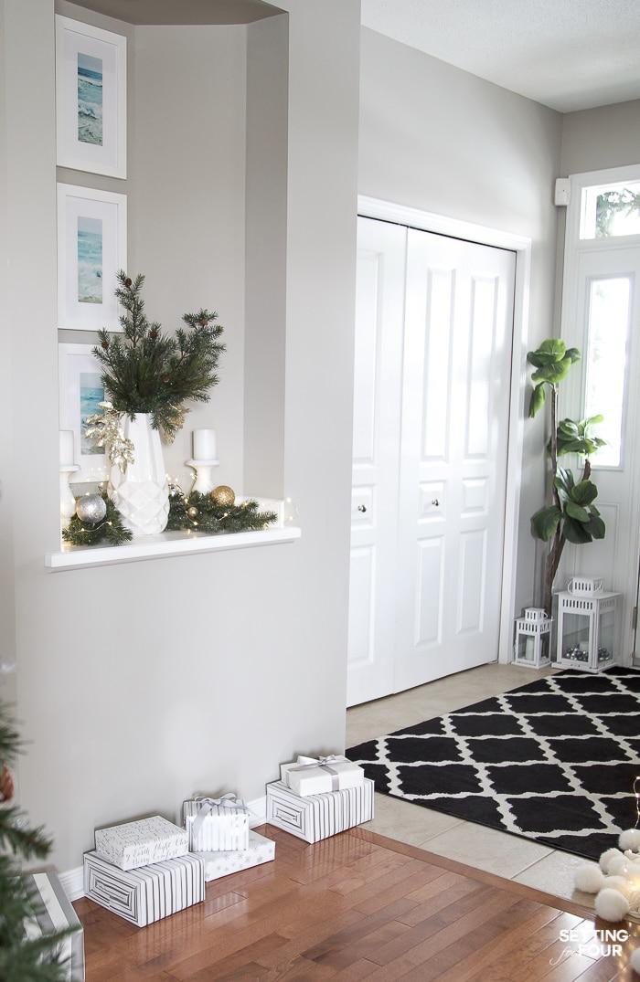 Christmas Entryway To Hallway Decor Ideas with garland, vase of greenery and ornaments. #hallway #entryway #transitionaldecor #wallniche #Christmasvase #christmasgarland