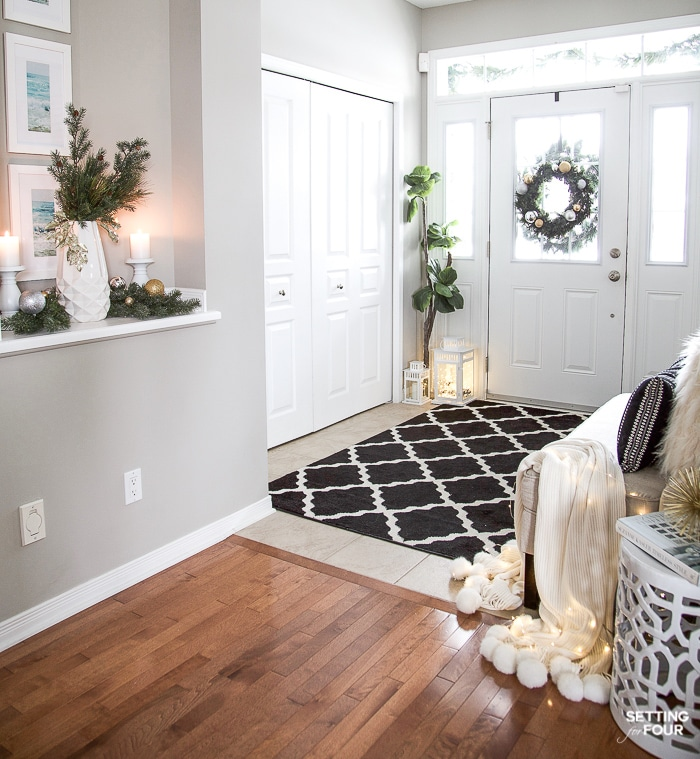 Elegant And Neutral Christmas Foyer: Elegant Silver And Gold Christmas Entryway Decor Ideas