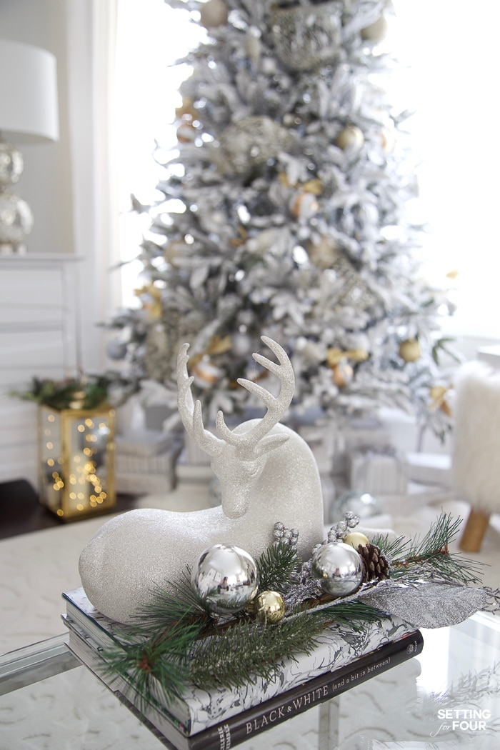 Rustic Woodland Flocked Christmas Tree Decor Ideas #rustic #woodland #christmasgarland #christmasvignette #deer #christmastheme