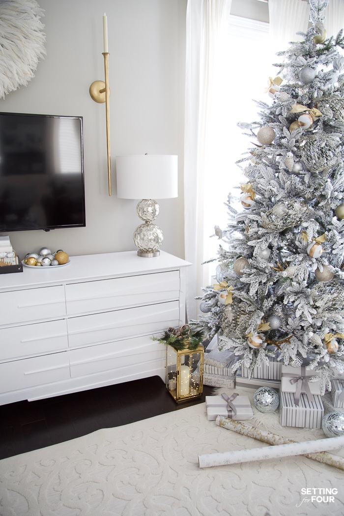 Flocked Christmas Tree Decor for the living room! #christmaslivingroom #xmasornaments #christmasdecorideas #decorideas #holidayornament