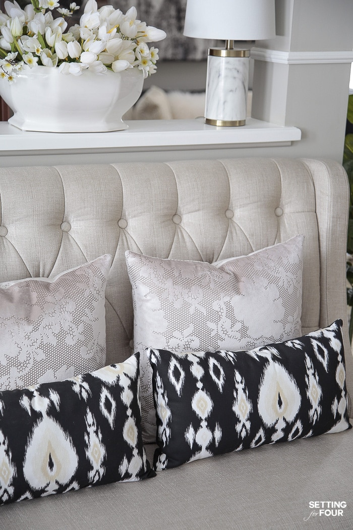 Mixing pillow patterns. #decor #ideas #home #room #pillow #patterns #designtips #interiordesign