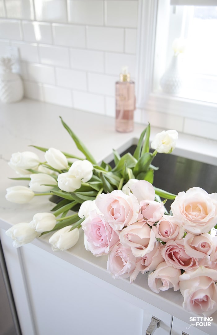 Spring flower decor ideas in the kitchen #flowers #spring #ideas #tulips #pink