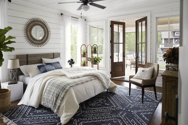 Lake House Bedroom Paint Color Ideas, Furniture & Decor Ideas.