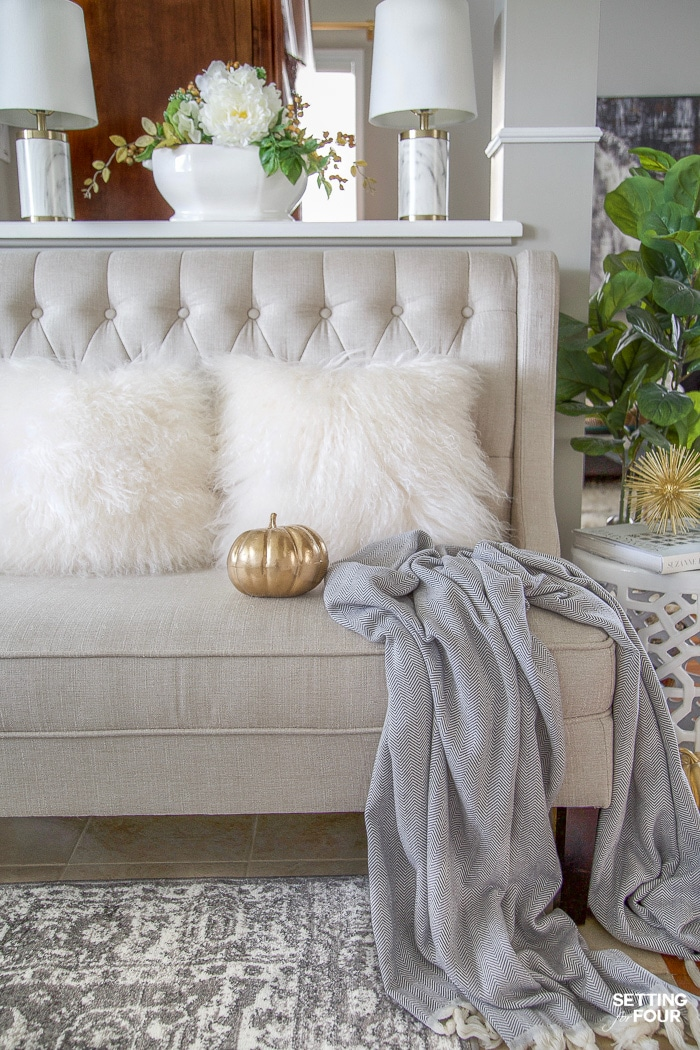 4 Simple Modern Fall Foyer Decorating Ideas! I LOVE this bench, gray and ivory area rug and gray throw blanket!