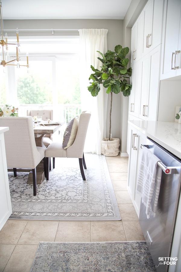 Fall Kitchen Decor Ideas - Kitchen Island, Countertops and more autumn kitchen styling ideas!