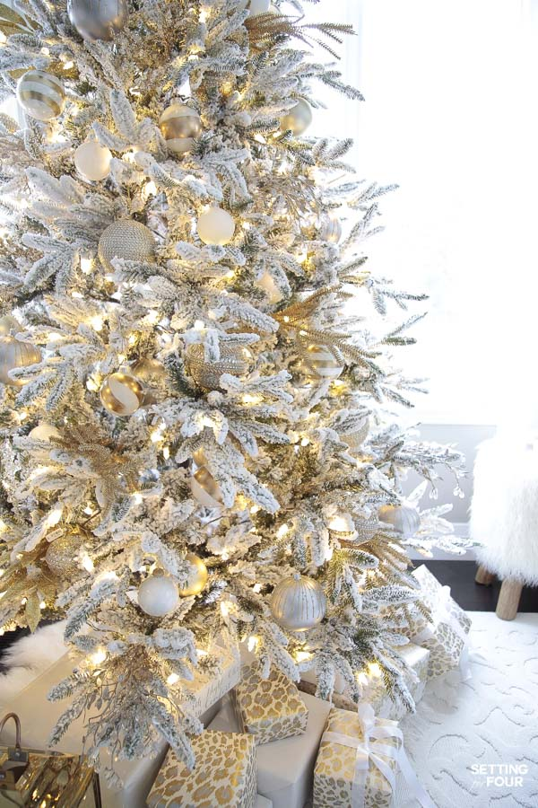 Gorgeous Christmas tree decorating tips and tricks! Elegant modern style ideas.