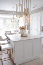 Elegant Gold and White Christmas Kitchen Decor Ideas