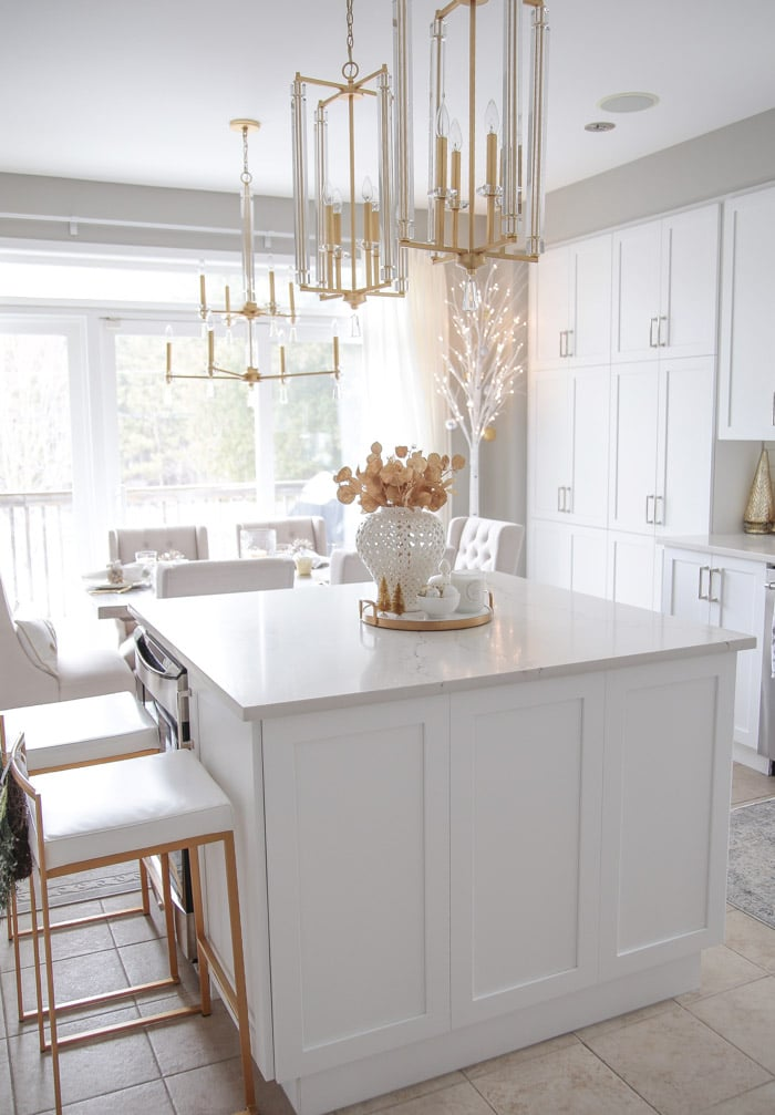 Beautiful Christmas Kitchen Decor Ideas and Light Fixtures.
