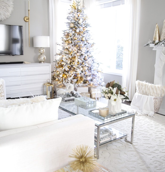 Elegant Gold And White Christmas Living Room Decor Ideas Setting For Four