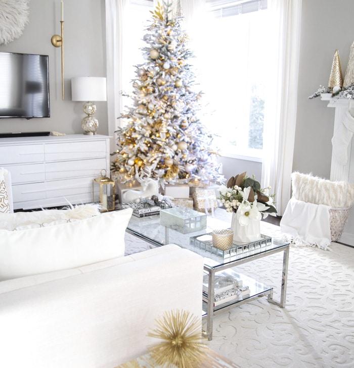 Elegant Gold and White Christmas Living Room Decor Ideas!
