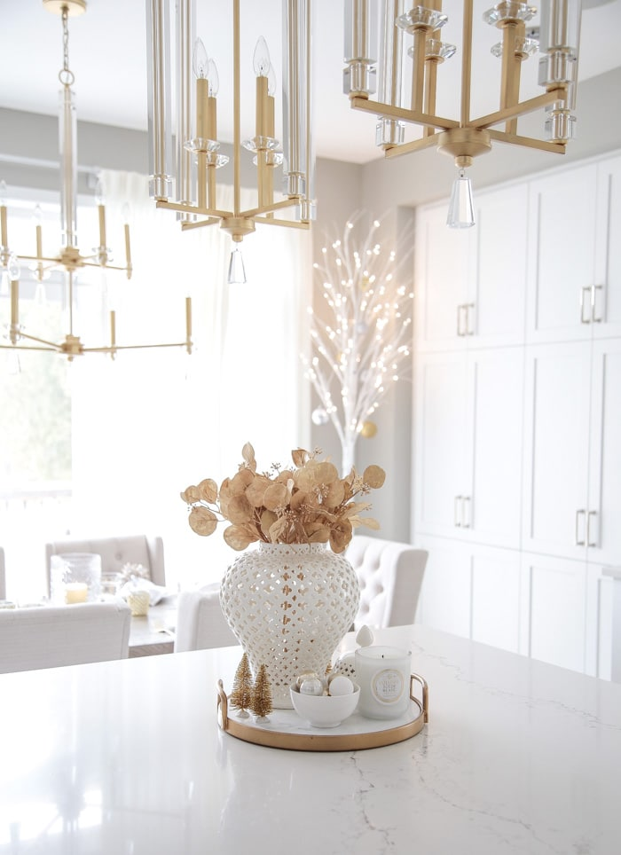 Modern Glam Christmas Kitchen Island Decor Ideas.