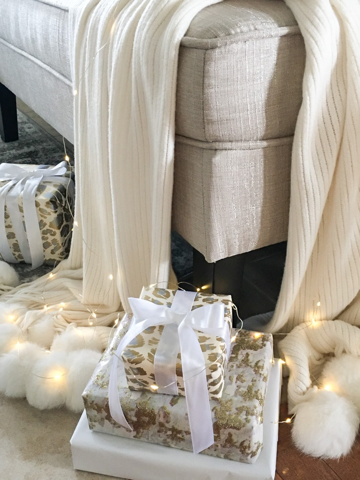 Beautiful wrapped gifts Christmas DIY decor ideas! With coordinating wrapping paper.