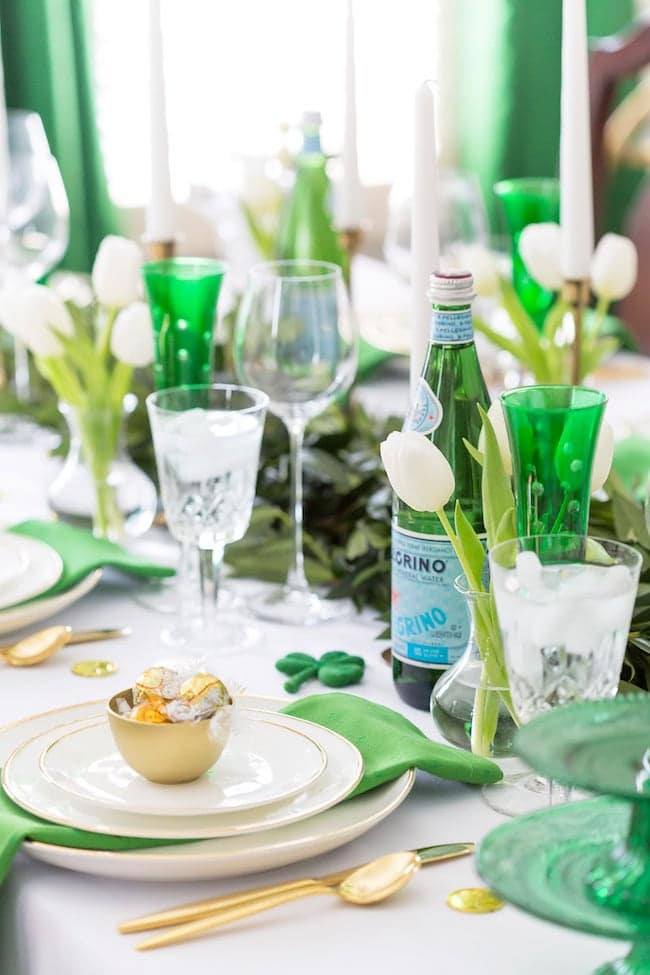 St Patricks Day DIY pots of gold for a tablescape idea.