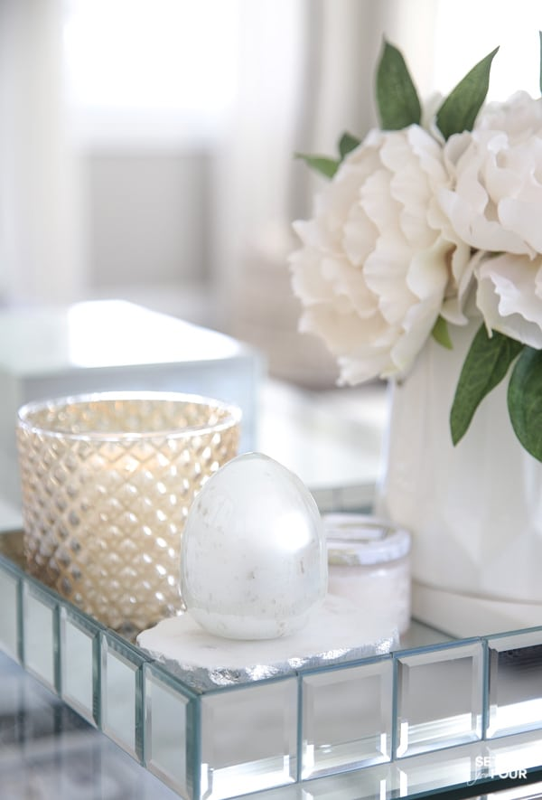Spring coffee table decor styling ideas with flowers and eggs.