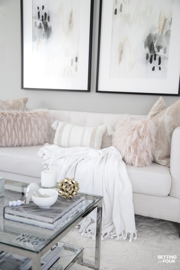 Spring living room decor ideas with throw blankets