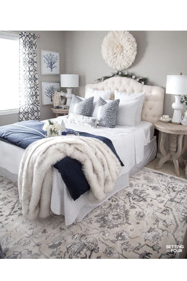 Elegant Blue And White Christmas Bedroom Decor Ideas Setting For Four
